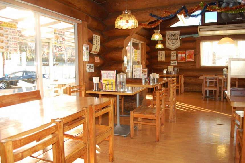 諏訪インター店 テーブル3