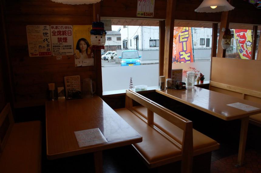 岡谷南宮店 窓側テーブル