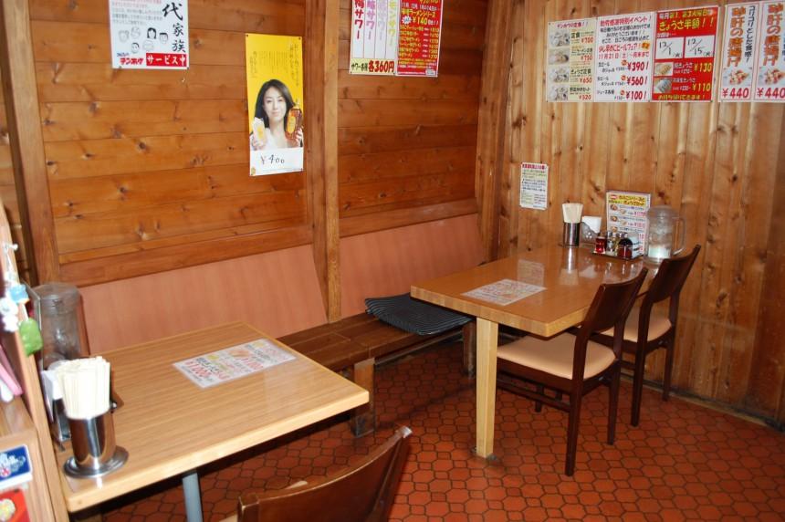 岡谷南宮店 テーブル