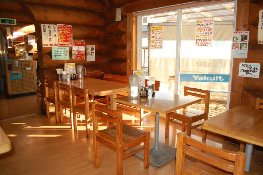 諏訪インター店 テーブル2